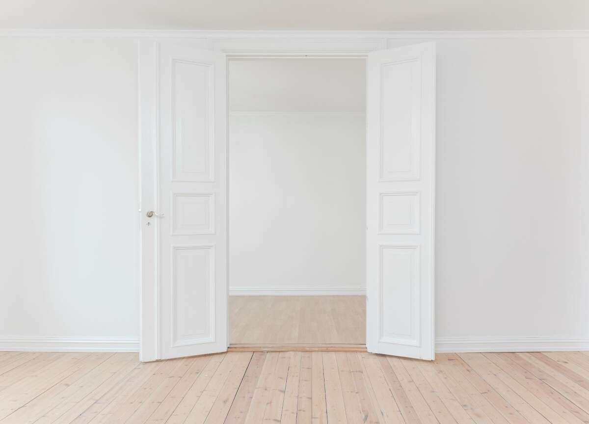 двукрила бяла интериорна врата
