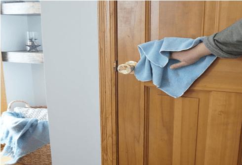 Почистване на врати